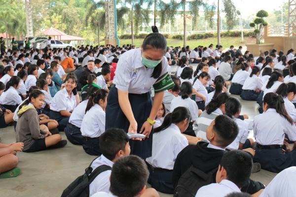 ตรวจวัดอุณหภูมิร่างกายนักเรียนเพื่อป้องกันและเฝ้าระวังไวรัสโควิด-19