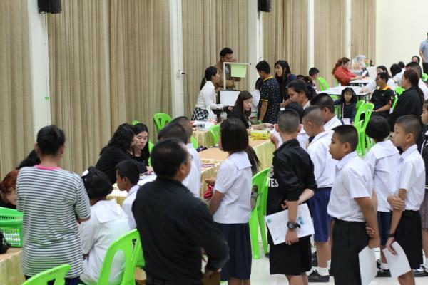 ประมวลภาพ รับสมัครนักเรียน ม.1, ม.4 ประเภทห้องเรียนทั่วไป (27มี.ค.2560)