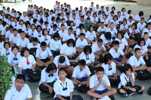 โรงเรียนเพชรพิทยาคม จัดการเรียนการสอนปรับพื้นฐานนักเรียน ม.1 และม.4 ปีการศึกษา 2560