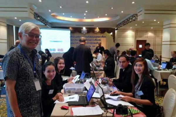 ครูโรงเรียนเพชรพิทยาคม ประชุมปฏิบัติการอบรมหลักสูตรเสริมวิชาเทคโนโลยีสารสนเทศและการสื่อสาร
