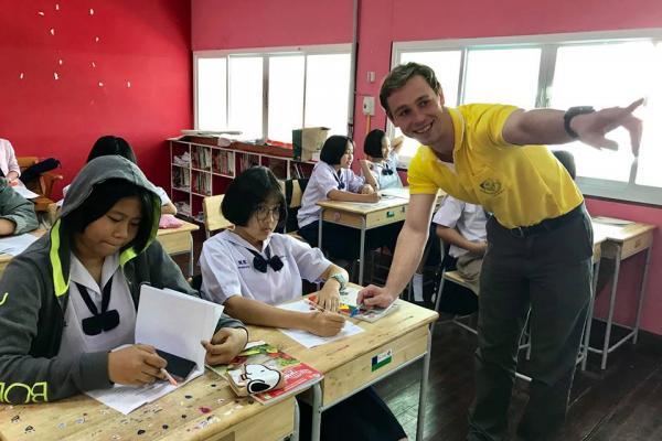 โครงการห้องเรียนพิเศษ EP/IEP โรงเรียนเพชรพิทยาคม ได้ดำเนินการนิเทศการสอนครูชาวต่างชาติ