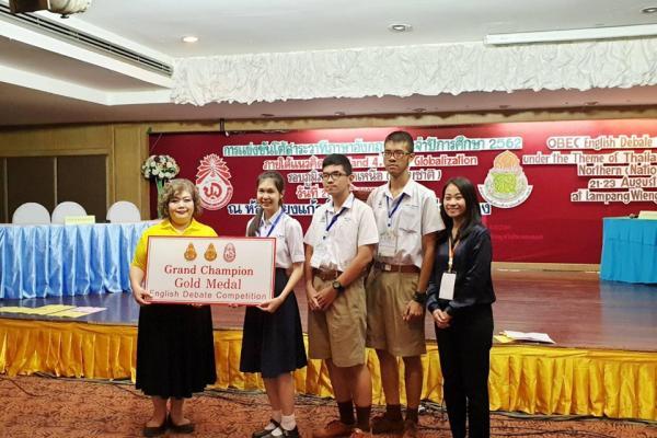 นักเรียนโรงเรียนเพชรพิทยาคม ชนะเลิศการแข่งขันโต้สาระวาทีภาษาอังกฤษประจำปีการศึกษา 2562